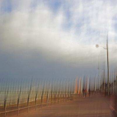 Luc sur Mer. La digue. Image unique disponible