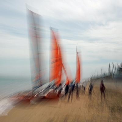 Luc sur Mer. Voiles rouges (1).