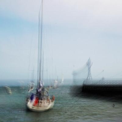 Courseulles sur Mer. Sortie du port.  disponible